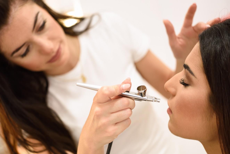 Como se tornar uma maquiadora de sucesso